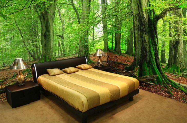 Изображение лесной чащи на фотообоях в интерьере спальни