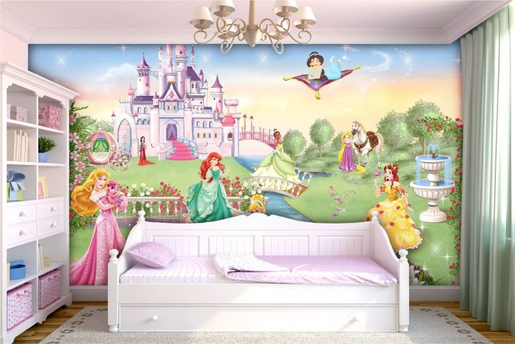 Картинка со сказочным замком и принцессами на фотообоях