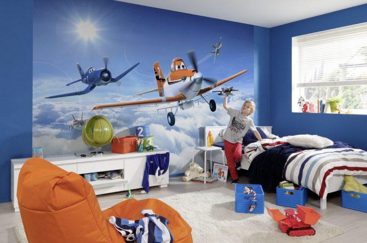 Изображение самолета в облаках на фотообоях в детской