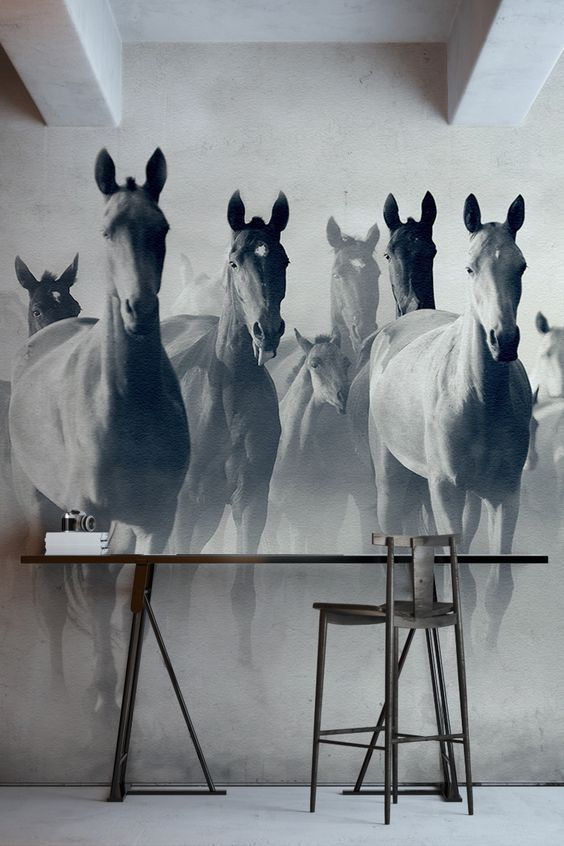 Изображение бегущих лошадей