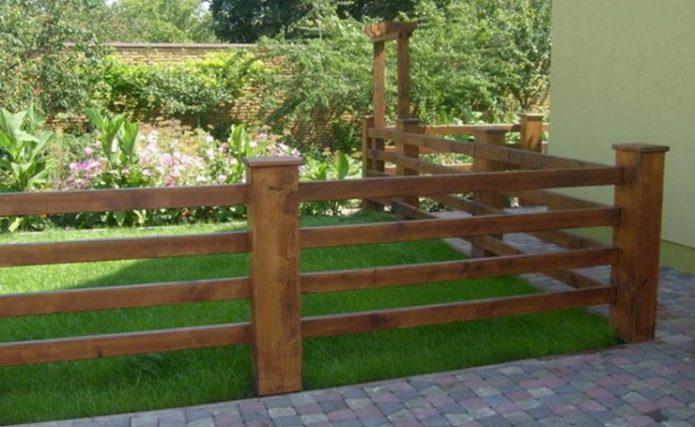 Деревянный забор из бруса