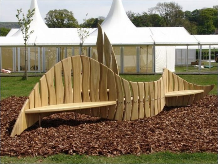 Оригинальная деревянная скамья