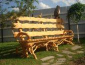 Красивая резная скамейка