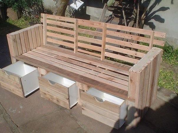 Деревянная скамейка с выдвижными ящиками
