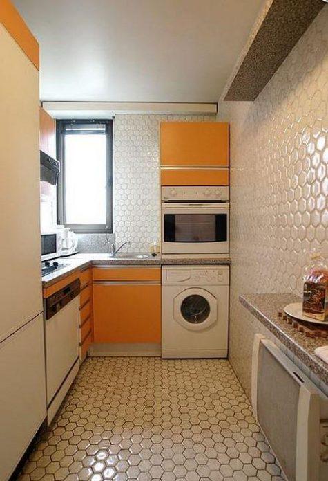 Дизайн маленькой кухни с желтой мебелью