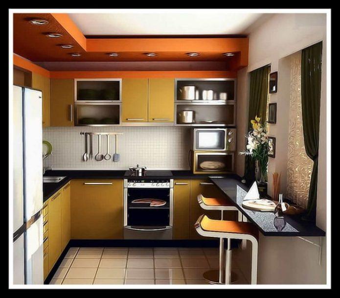 Маленькая кухня квадратной формы