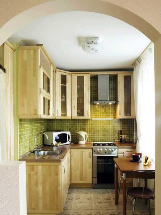 Маленькая кухня с проемом в форме арки