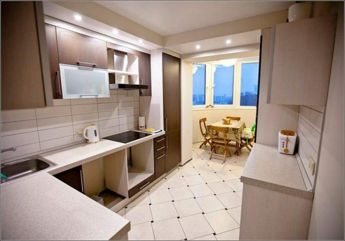 Маленькая кухня объединённая с балконом