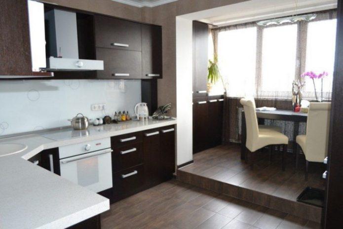 Маленькая кухня в темном цвете