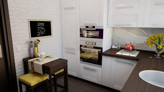 Комбинация контрастных цветов в маленькой кухне