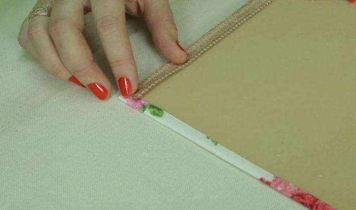 Размещение клеевой ленты на жестком ламбрекене