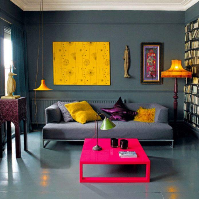 Гостиная с яркими цветовыми акцентами