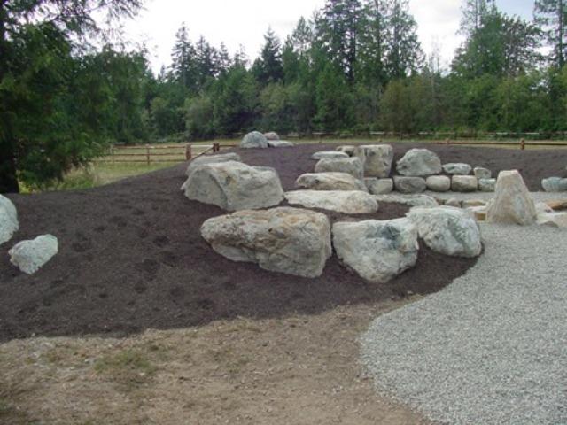 Камни на земле