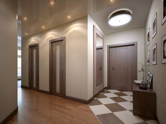 Интерьер прихожей с плиткой и ламинатом на полу