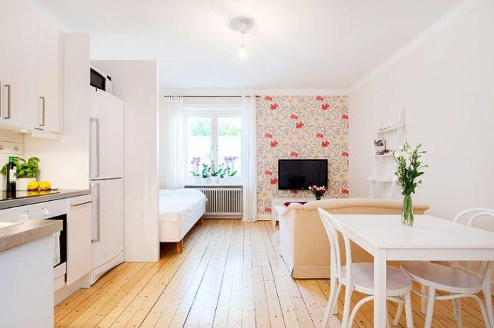 Дизайн длинной квартиры-студии в светлых тонах