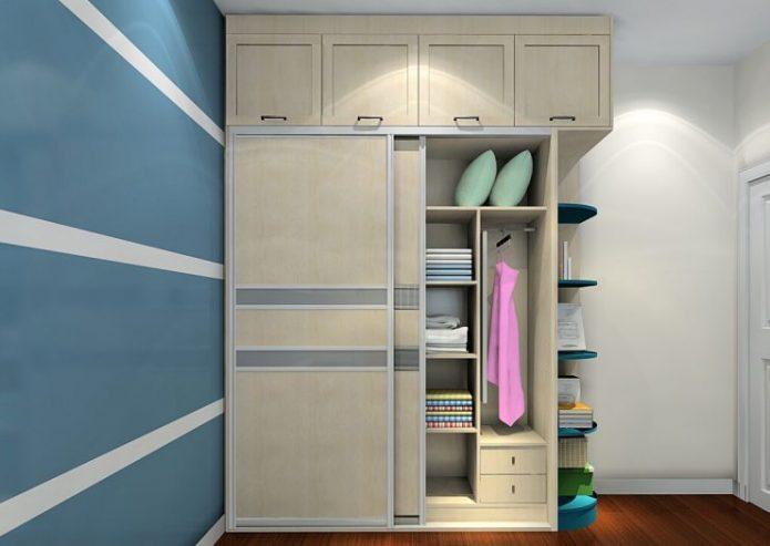 Небольшой шкаф-купе с закрытыми антресолями