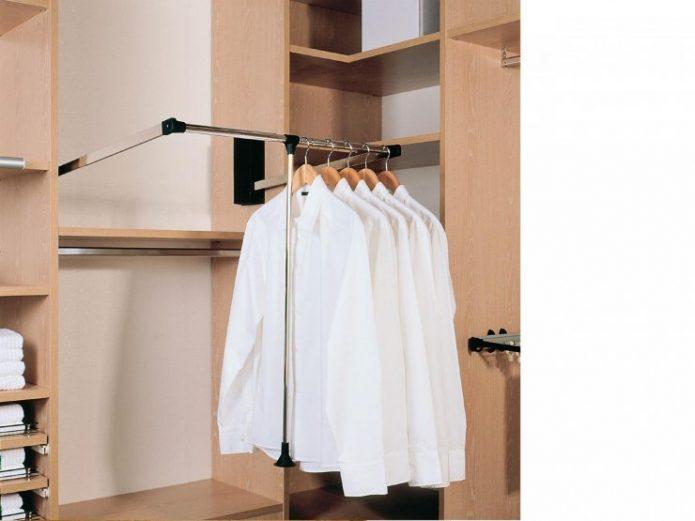 Рубашки на штанге в шкафу-купе
