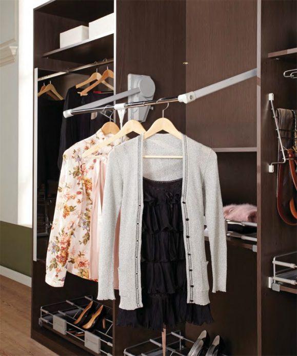 Штанга для одежды в шкафу-купе