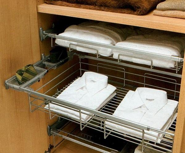 Выдвижные корзины для хранения одежды в шкафу-купе
