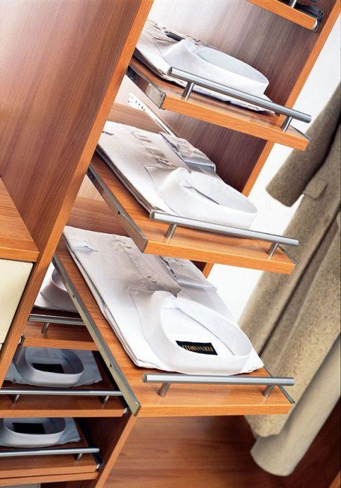 Выдвижные полки в шкафу-купе