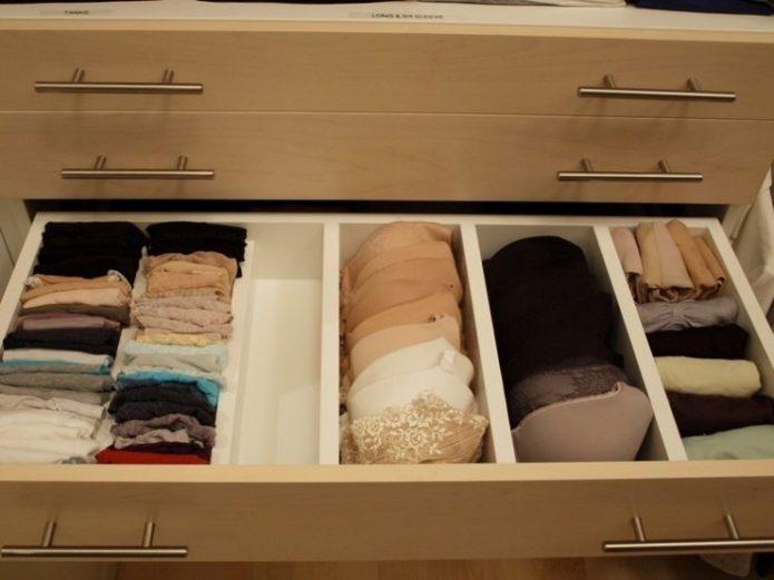 Выдмижной ящик для хранения белья в шкафу