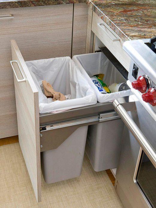 Место для хранения мусора на кухне