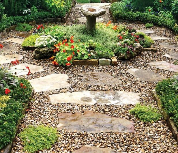 Садовая дорожка из камня и мелкой гальки