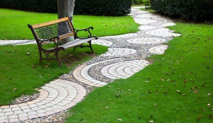 Дизайн садовой дорожки из плитки и гальки