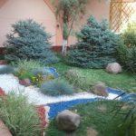 Декоративный цветной щебень в кругу дома