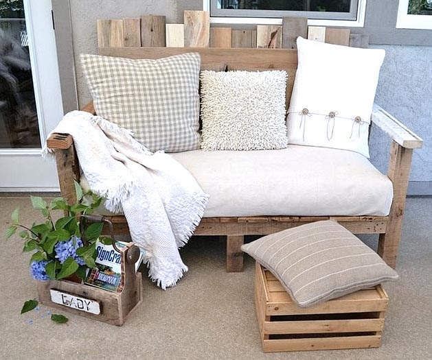 Готовый диван из поддонов