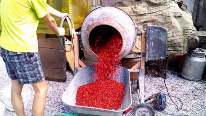 Окрашивание щебня в бетономешалке