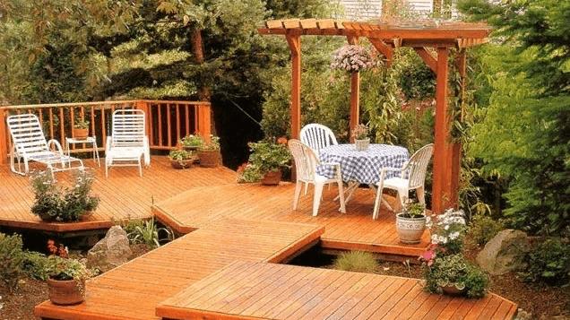Патио из дерева, построенное своими руками