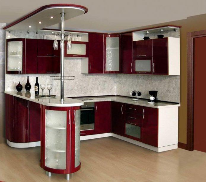Бордовая кухня с барной стойкой
