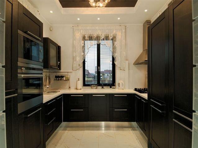 Кухна буквой П с окном