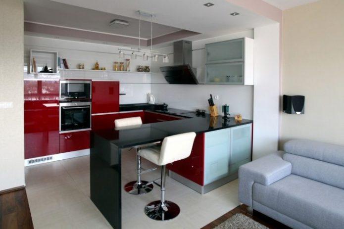 Красная кухня-гостиная