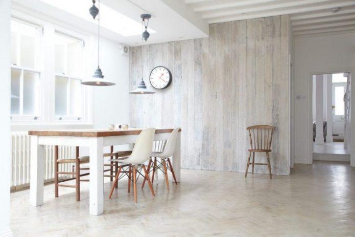Отделка стены ламинатом в кухне