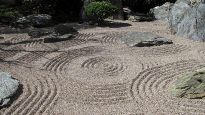 Узоры в виде кругов на воде как часть композиции сэкитая