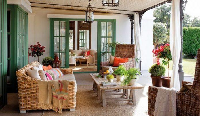 Терраса с садовой мебелью