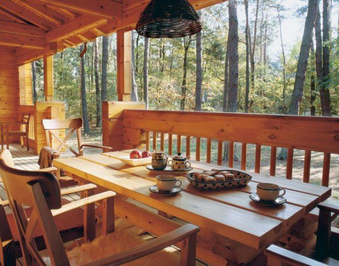 Терраса с обеденным столом
