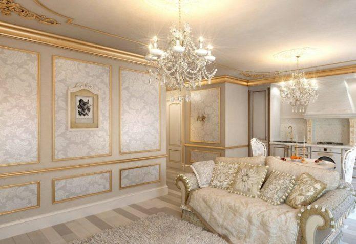 Оформление стен и потолка золотыми молдингами