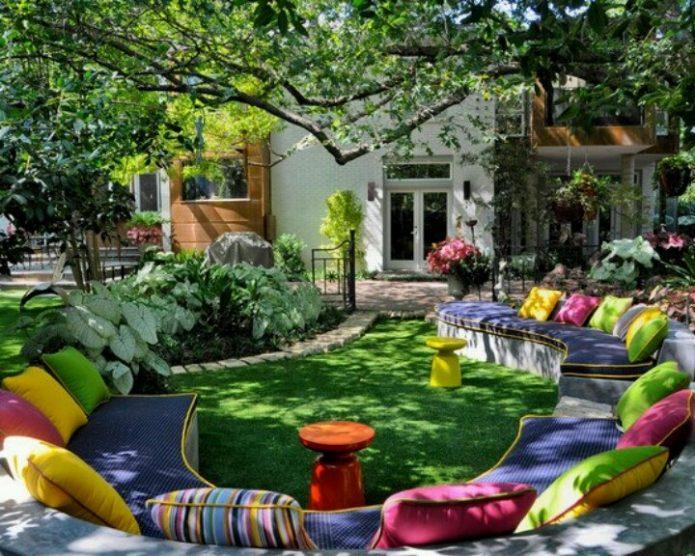 Скамья для отдыха как элемент ландшафтного дизайна