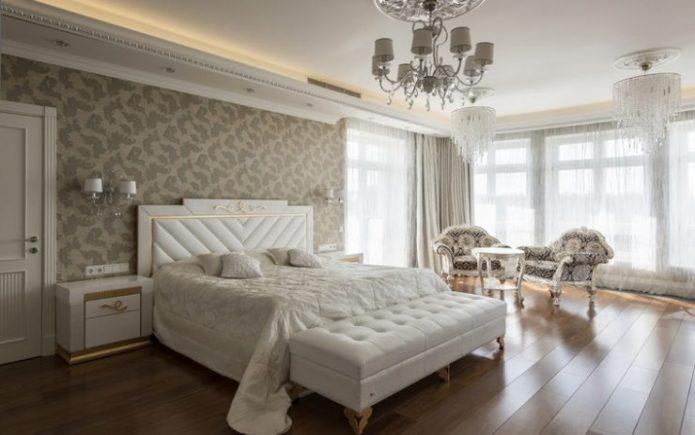 Белая классчиеская спальня
