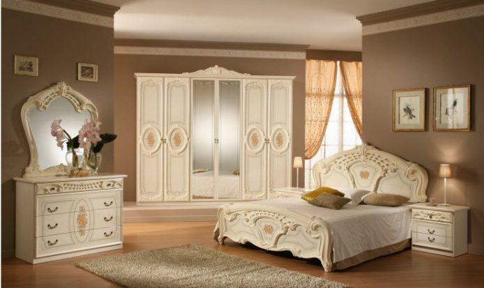Картины в классическую спальню