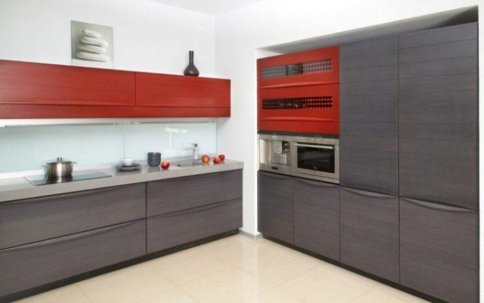 Использование красного цвета в оформлении кухни