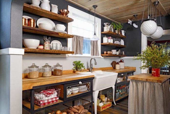 Деревянные полки для кухни в деревенском стиле