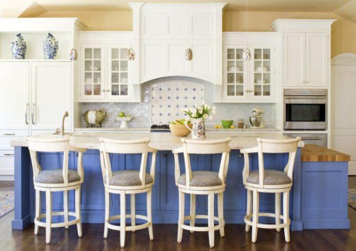 Использование голубого оттенка в дизайне кухни