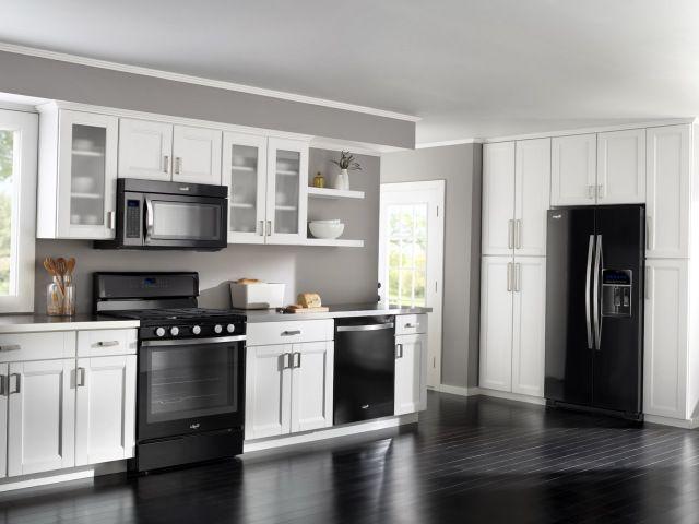 Бытовая техника чёрного цвета для кухни