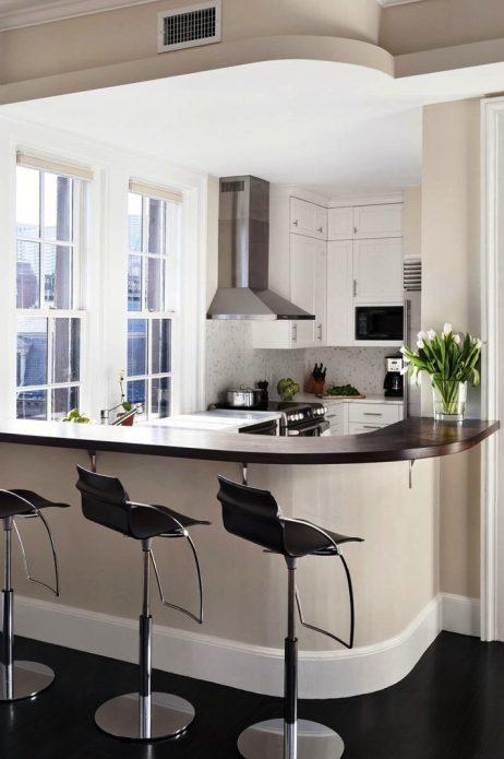 Дизайн чёрно-белой кухни с барной стойкой